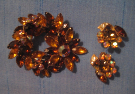 Stunning Citrine Rhinestone Brooch with Earrings