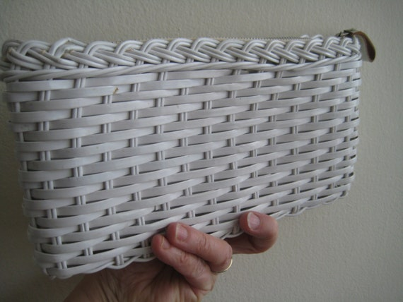 VTG White Wicker Clutch