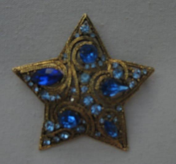 Stellar Vintage Gold Star Brooch in Blue Rhinestones