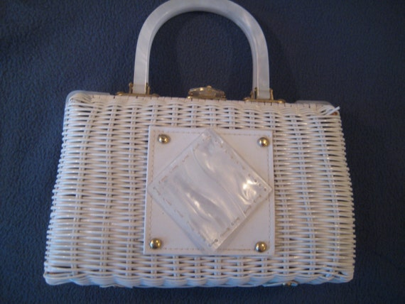 VTG Wicker with Pretty White Lucite Trim