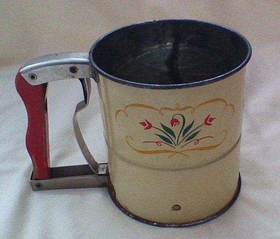 Flour Sifter Red Wood Handle Androck Tulip Design