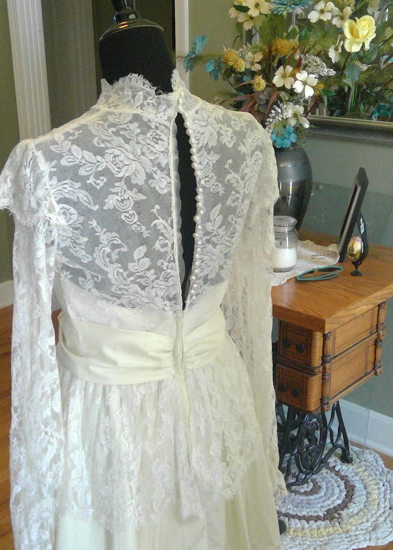 Quinceanira Gown Vintage with Lace Bodice Alfred Angelo Wedding Dress Button Back 1970s