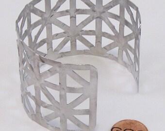 Bracelet - Bumpy Road Texture On Cut Out Pattern Aluminum Cuff (B251)
