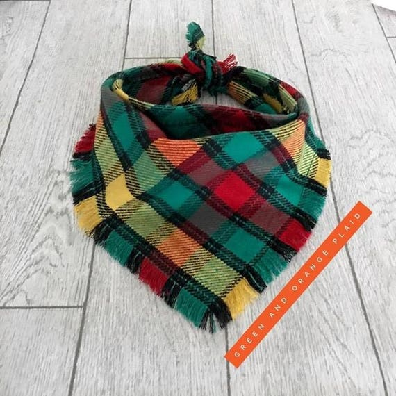 Chiot à carreaux Orange brûlé et vert effiloché chien Bandana cravate foulard