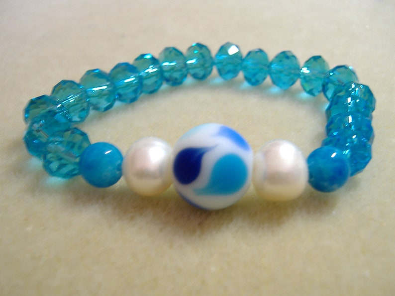 Bracelet with pearls and crystal blue