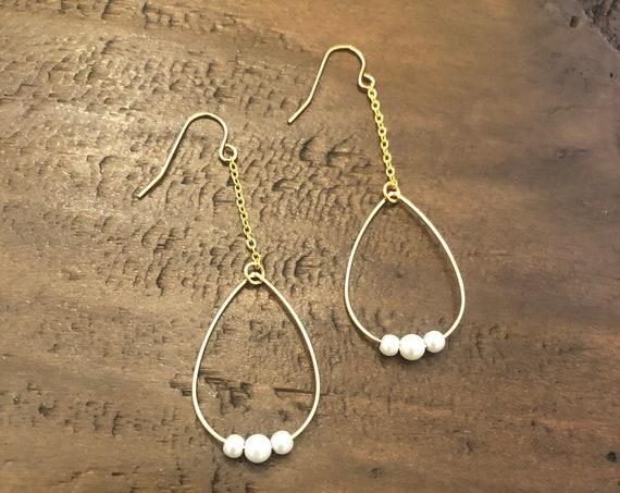 teardrop pear earrings. pearl drop earrings