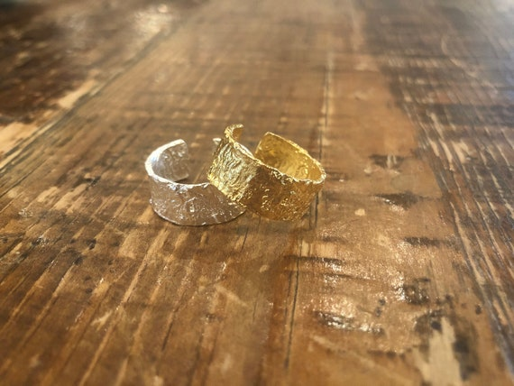adjustable hammered rings. sterling silver hammered rings. vermeil dipped rings. minimalist ring. stackable ring.