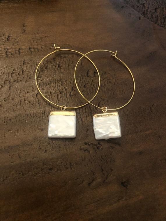 square fresh water pearl hoop earrings. pearl earrings. fresh water pearl hoops. hoop earrings