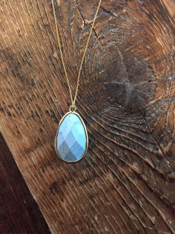 turquoise teardrop pendant. necklace.