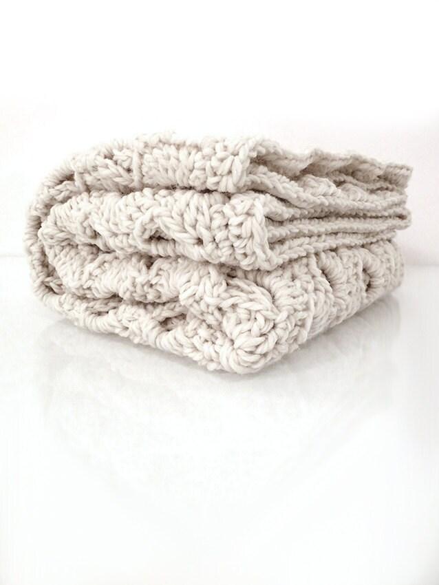 Couverture doudou Beige, au crochet, jeté à la main, laine Afghan, Unique cadeau, cadeau de Shower de bébé, nouveau né cadeau de bébé, tricot laine, bébé garçon