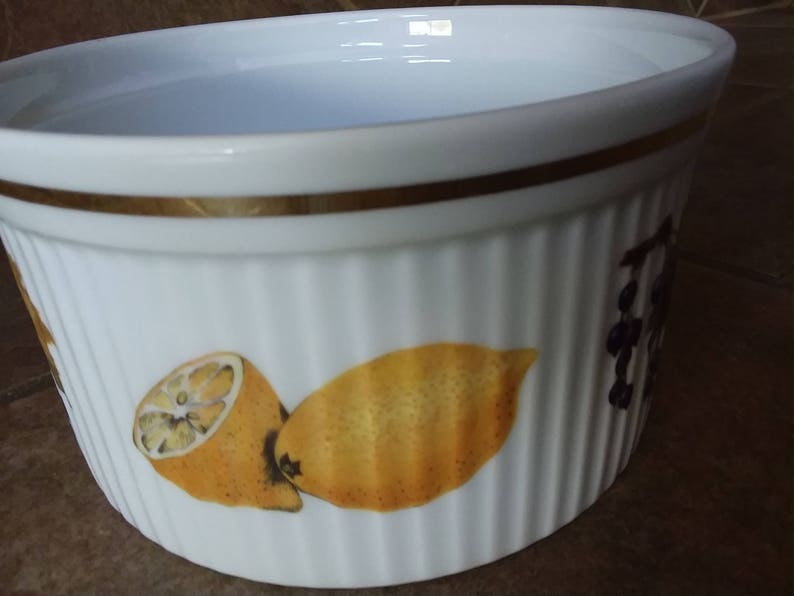 Made in England Vintage Royal Worcester Evesham 6 38 Ribbed Souffle Bowl Nice Find Excellent Condition Fruit Design Gold Trim