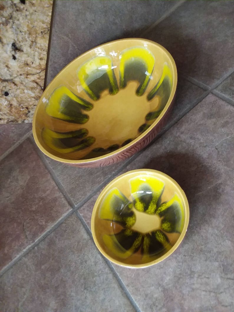Beautilful Vintage California Pottery 613A /& 613B USA Excellent Condition Retro Yellow and Green Chip and Dip Unique Wood Grain Exterior