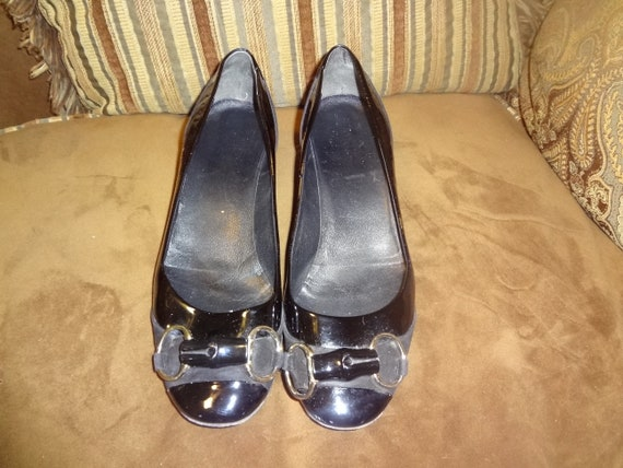 e858fa75ded0 Black Patent Leather and Suede Gucci Horse Bit Pumps 8B