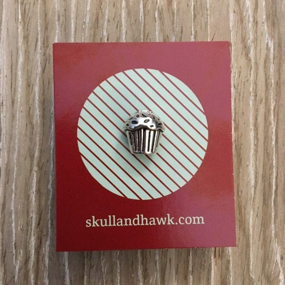 Food Men/'s Fashion Cupcake Silver Tone Baker Gift Muffin Man Lapel Pin  Tie Tack Suit Jacket Accessories