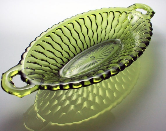 Oval Pickle Bowl, Indiana Glass, Honeycomb Green, Handled Bowl, Pressed Glass, Serving Bowl, Relish Dish