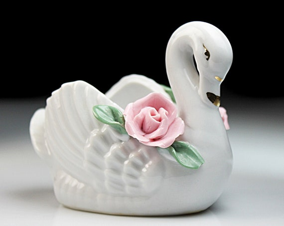 Swan Raised Flower Planter, Made in China, White,  Swan Figurine, Porcelain, Collectible, Decor, Giftware
