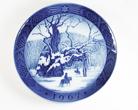 1967 Collectible Plate, Royal Copenhagen, The Royal Oak, Christmas Plate, Limited Edition, Decorative Plate, Wall Decor, Danish Porcelain