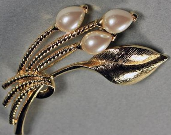 Faux Pearl Brooch, Goldtone, Locking C Clasp, Textured Leaf, Fashion Pin, Costume Jewelry