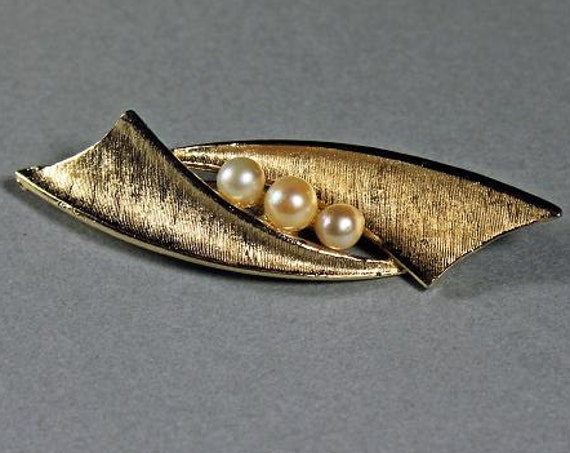 Cultured Pearl Brooch, Capri Jewelry, 3 Pearls, Goldtone, Signed, Locking C Clasp, Textured Leaf, Fashion Pin
