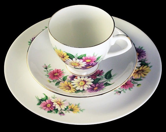 Imperial Teacup Trio, Daisy, England, Teacup, Saucer, Tea Plate. Bone China, Gold Trim