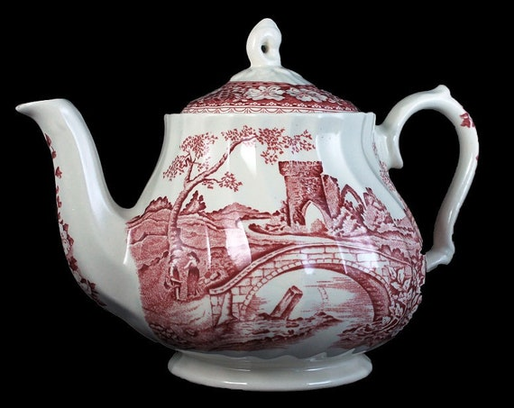 Teapot, Sadler, Brigadoon Red, Red and White, Old Castle Scene, Fluted, Rare, 4 Cup