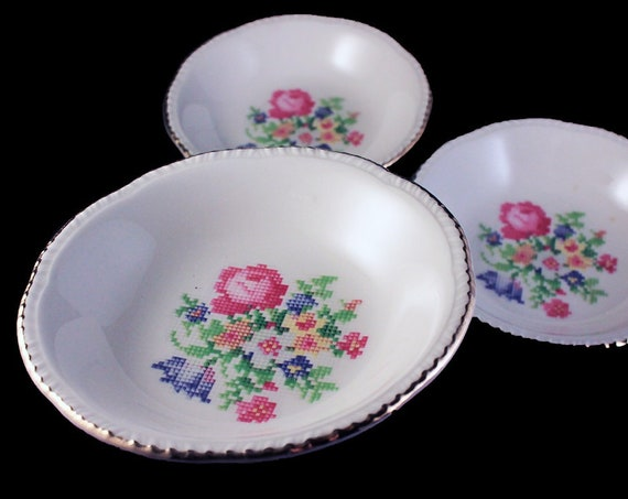 Fruit Bowls, Homer Laughlin, Petit Point, Dessert Bowls, Floral Center, Gold Trim, Set of 3, Fine China