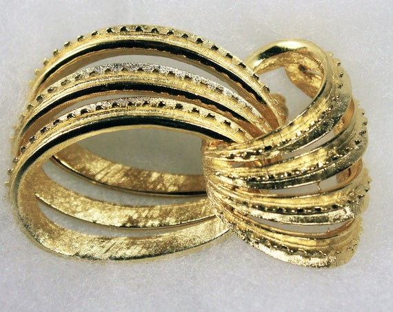 Coro Gold Tone Brooch, Interlocking Rings, Locking C Clasp, Fashion Pin, Costume Jewelry, Collectible, Signed