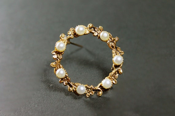 Faux Pearl Wreath Brooch, Floral Gold Tone, Locking C Clasp, Fashion Pin, Costume Jewelry, Collectible