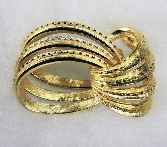 Coro Gold Tone Brooch, Interlocking Rings, Locking C Clasp, Fashion Pin, Costume Jewelry, Collectible, Signed