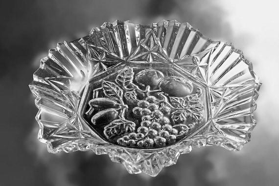 Crimped Serving Bowl, Federal Glass, Pioneer Pattern, Fruit Design, Fruit Bowl