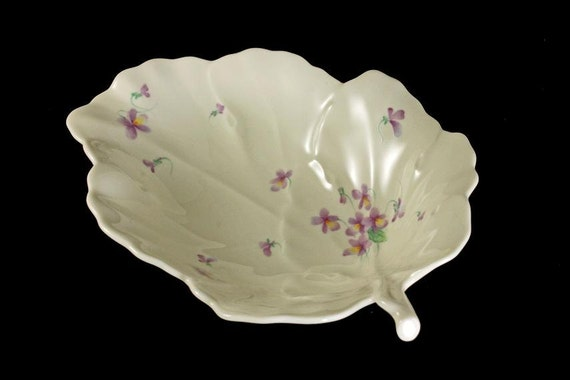 Mikasa Leaf Shaped Bowl, Candy Dish, Trinket Bowl, Ivory Bone China, Lila Pattern, Narumi Japan