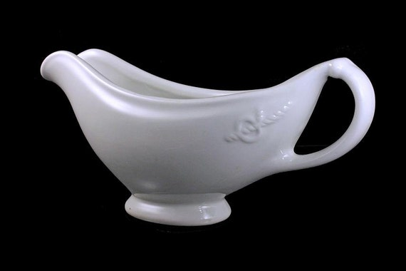 Gravy Boat, Buffalo China, Restaurant Ware, U. S Quartermasters Corps, Rope and Loop Pattern, Long and Narrow, White, 1942