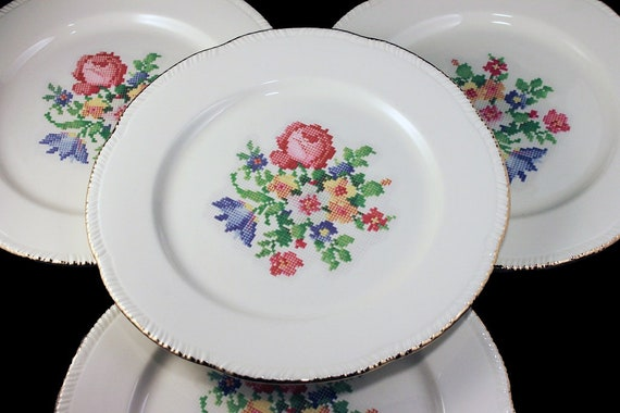 Dinner Plates, Homer Laughlin, Petit Point, Floral Center, Gold Trim, Set of 4, Fine China