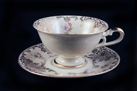 Teacup and Saucer, Bavaria Elfenbein Porzellan, Floral Pattern, Bone China