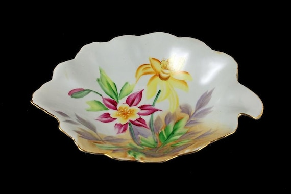 Leaf Shaped Dish, Trinket Dish, Candy Bowl, Nut Bowl, Hand Painted, Columbine Pattern, Made in Japan
