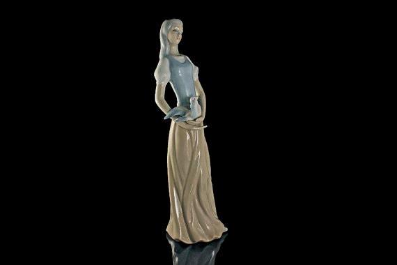 Tengra Figurine, Woman With Dove, Tall Figurine, Woman and Bird Statue, Collectible Figurine, Spanish Porcelain