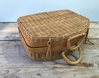 Old trunk Beige rattan Picnic basket woven Vintage 70s fabric Interior