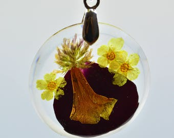 Transparent resin pendant with pressed flowers and yellow leather choker, pressed flowers pendant, resin necklace, forrest flower