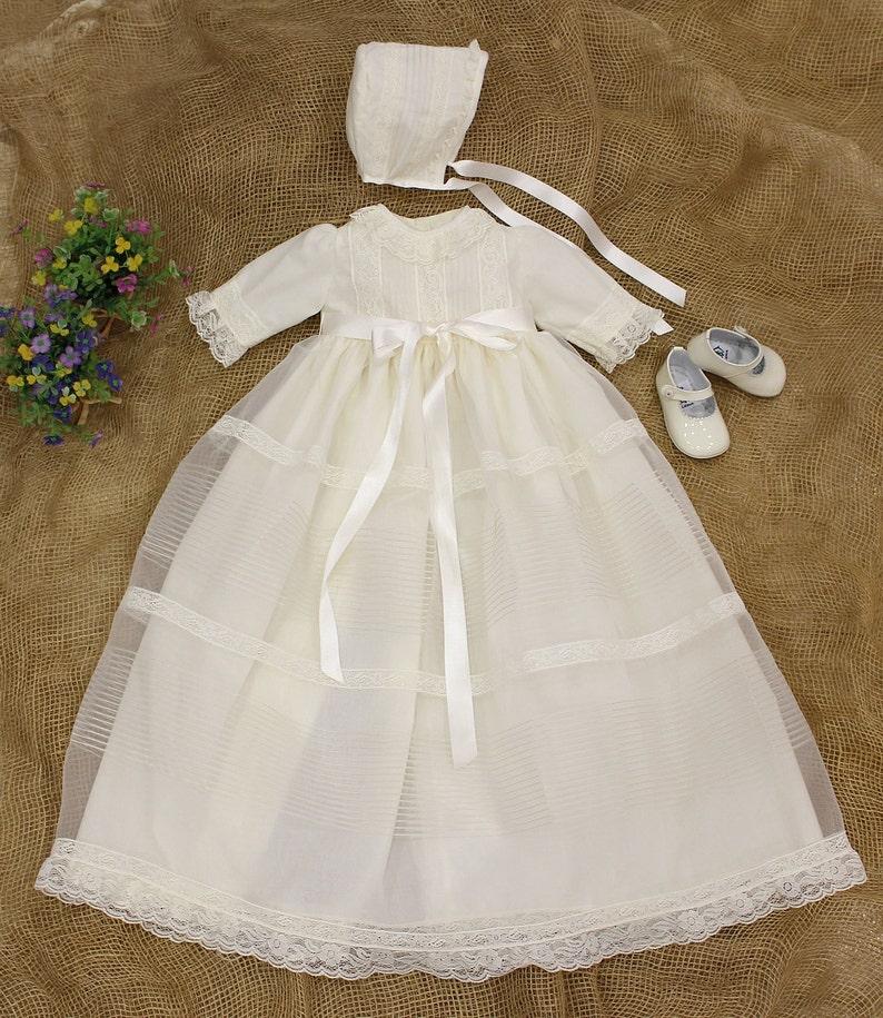 2607c438e Faldon de Bautizo para bebe organza beig manga larga. Con