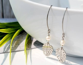 Earring-monstera leaves and freshwater pearl-stainless steel-handmade in Quebec-gift woman-hypo allergen