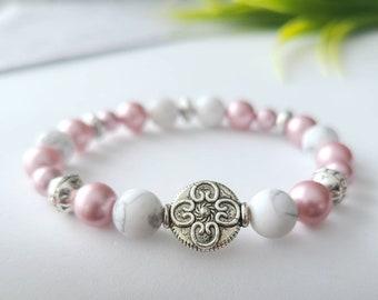 Bracelet in pink swarovski beads, howlite, handmade in Quebec, Quebec jewelry, craftsman