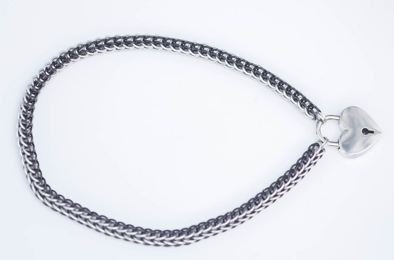 Chainmaille BDSM Submissive Slave Collar with hearth padlock in black