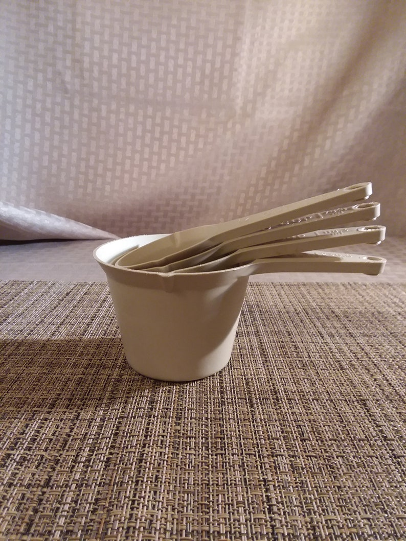 Foley Beige Plastic Measuring Cups