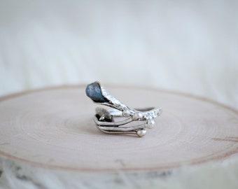 Cala Lilith Ring with Labradorite