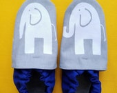 Size Kids 2 & kids size 2.5 combined size classroom shoes. Montessori shoes. Waldorf shoes. Soft soled slippers. Vegan shoes. Ready to ship.