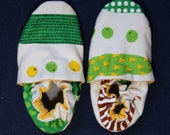 Size 5 and size 6 combined size classroom shoes. Montessori shoes. Waldorf shoes. Soft soled slippers. Vegan shoes. Ready to ship.