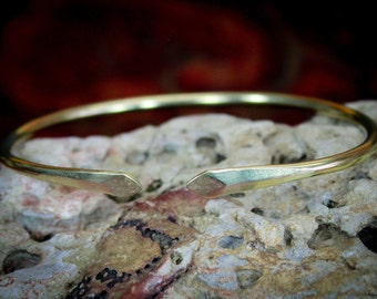 Gold Arrowhead Arm Band, Lead and Nickel Free, Hammered Brass, Arrow, Hand forged, Brass Arm Band, Gold Arm Band