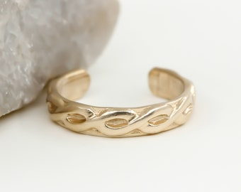 Gold Toe Ring, 14K Yellow Gold Filled, Adjustable toe ring, Gold Twist Toe ring, Infinity Toe Ring