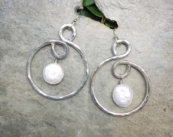 Hammered Aluminum Hoop Earrings with Freshwater Coin Pearl