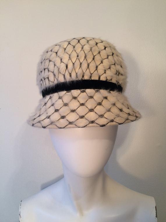 Style magnifique Design moderne meilleur prix Chapeau Vintage Made in Italy, Cloche coiffés de chapeaux, chapeaux  Vintage, l'église chapeaux